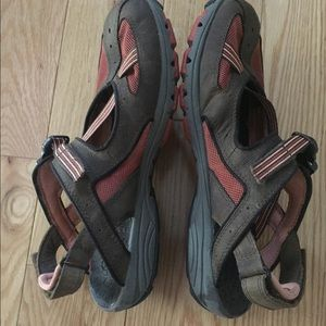 EUC Merrell Leather and Mesh Closed Toe Sandals